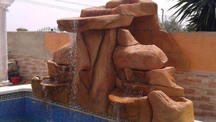 Wodospad nad basenem