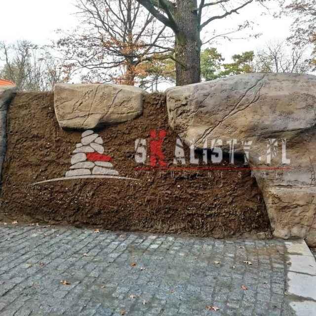 Wybieg wydry europejskiej i imitacja skały