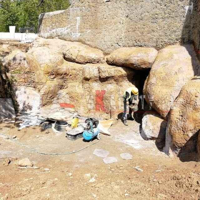 budowa sztucznej skały na wybiegu lwów w Orientarium