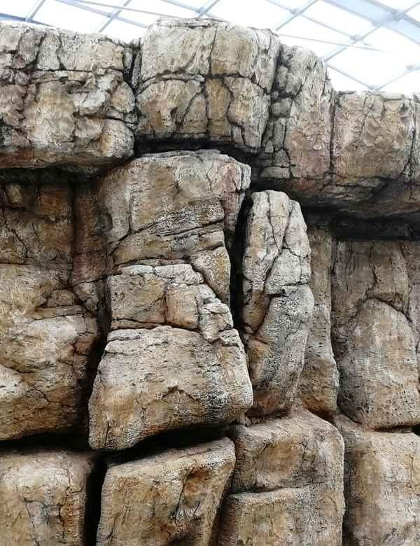 wodospad z imitacji skalnej