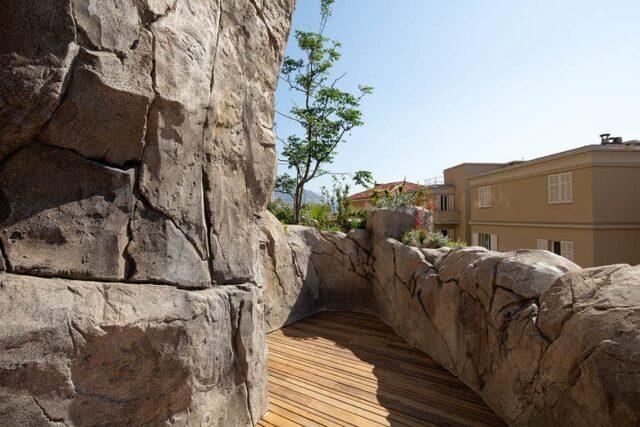 budowa sztucznych skał na tarasie